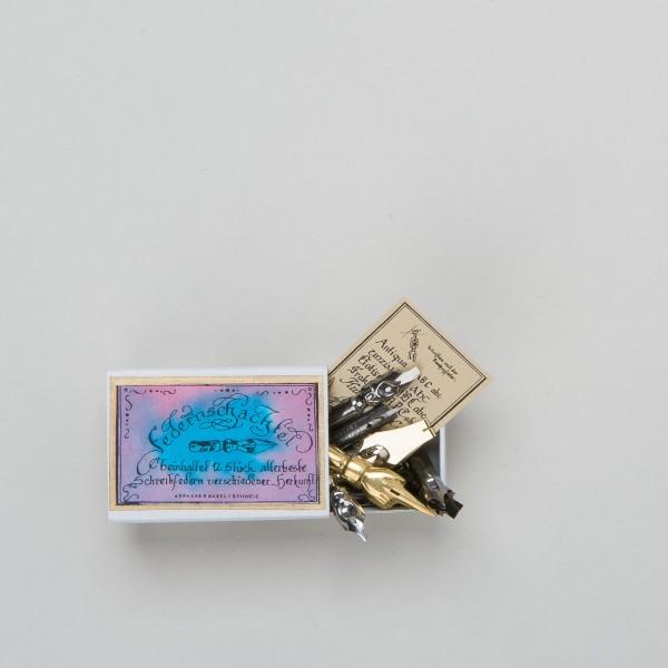 Abraxas Federnschachtel mit 12 Kalligraphie-Schreibfedern